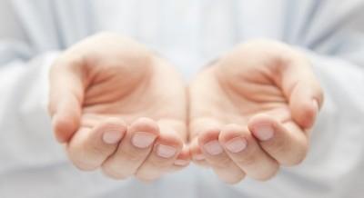 Pesquisa revela poder da energia liberada pelas mãos